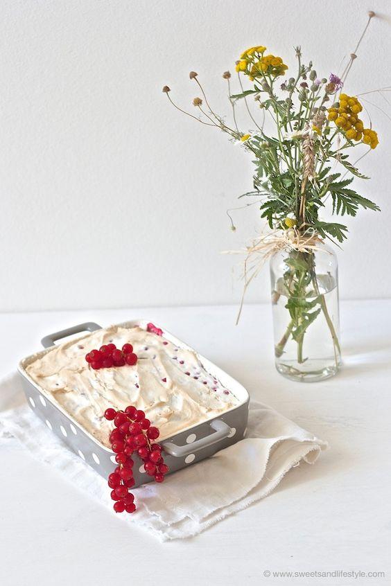 Schoko-Ribiselkuchen mit Schneehaube // chocolate-cake with redcurrant // Sweets & Lifestyle