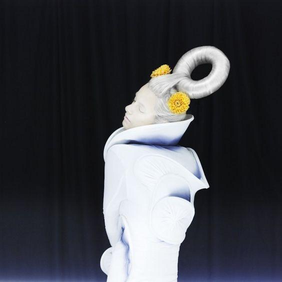 Madame Peripetie - White