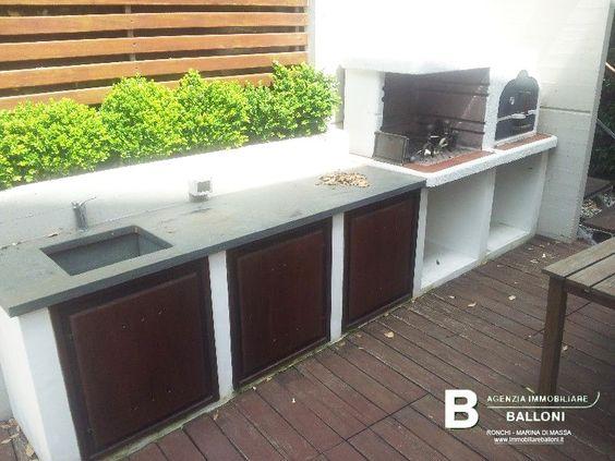 Seconda cucina esterna in muratura con forno a legna e barbecue quadrifamiliare a marina di - Cucina per esterni ...