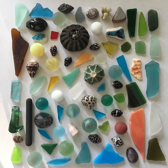 Can u find the Mokulua Islands here? My weekend finds! Not the best quality stuff but so colorful and the best part was that I didn't have to go far to find these #beachglass #seamarbles #seashells #hawaiianshells #beachcombing #seaglass #seapottery