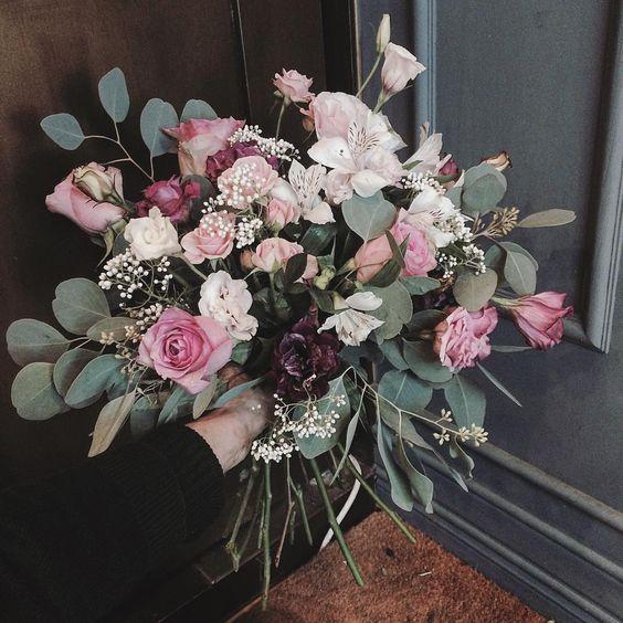 #flower #flowergram #florist #supia #instaflower #handtied #flowerlesson #flowerclass #花 #플라워아카데미 #플라워샵 #플라워 #플라워레슨 #원데이클래스 #꽃 #꽃스타그램 #플로리스트 #꽃놀이 #플라워카페 . . . #핸드타이드 #꽃바달 내 손목 꺽여도 좋으니 사진은 잘나와다오.