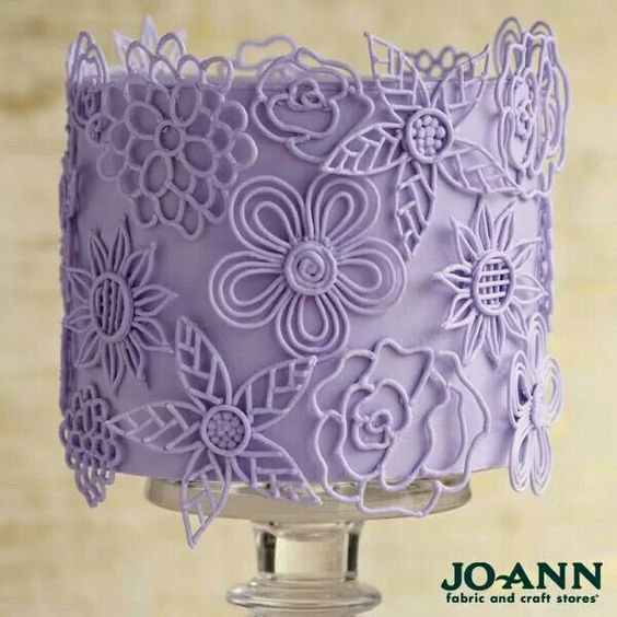 Royal icing cake.  Interesting technique.  I'll have to try this.