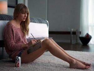 """Taylor Swift aseguró sus piernas por 40 millones de dólares, que equivalente a euros serían 37 millones aproximadamente. La cantante estadunidense, de 25 años de edad, sintió vergüenza cuando se enteró de lo mucho que valían sus extremidades inferiores. """"Ella pensó que sus piernas podrían valer un millón. Pero los 40 millones de dólares […]"""