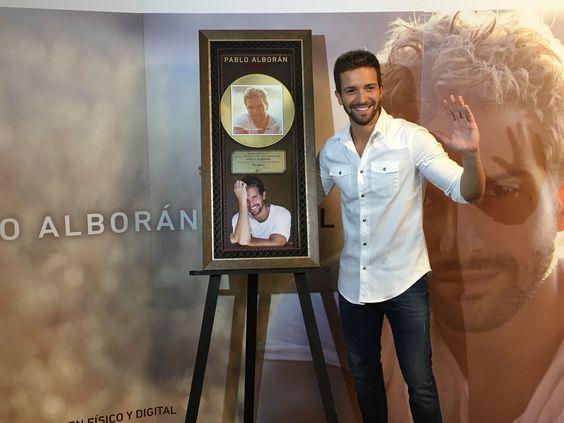 """Pablo Alborán recibe el día de hoy """"DISCO DE ORO"""" en México, por las altas ventas del álbum""""TERRAL"""", además se presentará esta noche con un SOLD OUT rotundo en el Auditorio Nacional, como parte del fin de su Gira Terral 2016, repitiendo él logro del año pasado."""