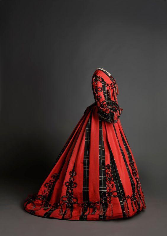 Day dress, 1860′s From the Museo de la Moda via the Museo del Romanticismo on Twitter: