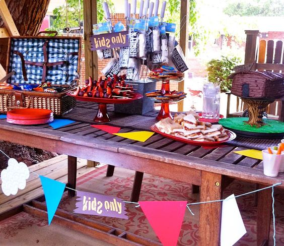 Tree house picnic party with thecelebrationshoppe.com party printables ~ #party #treehouse #picnic