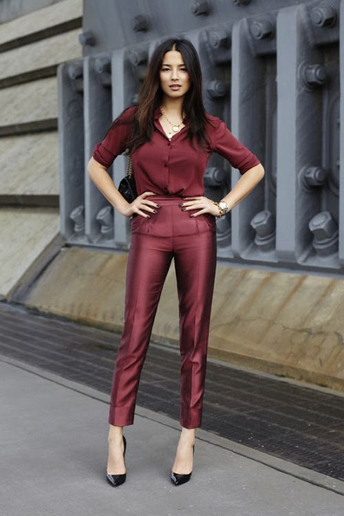Red on red. This looks so classy and sophisticated, though it's hard to find an outfit in this color scheme.. Want it!