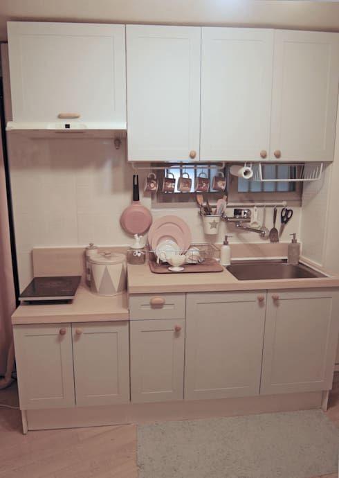 D I Y로 대변신한 주방 싱크대 호미파이 Homify 작은 부엌 디자인 작은 아파트 부엌 작은 부엌 정리