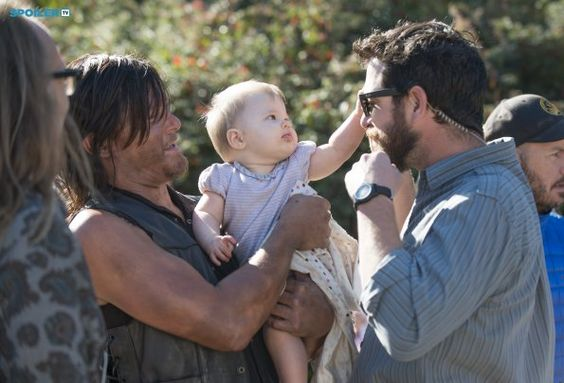 Photos - The Walking Dead - Season 5 - Promotional Episode Photos - Episode 5.12 - Remember - BTS - 9029744f-89e7-de43-9dd6-a4b607665342_TWD_512_GP_0924_0614