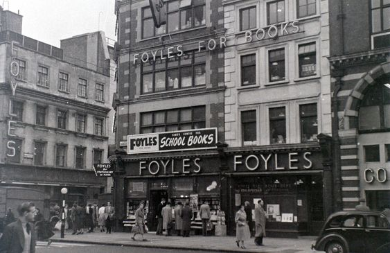 19 Fabulous Photos of London's West End in the 1950s by Allan Hailstone - Flashbak