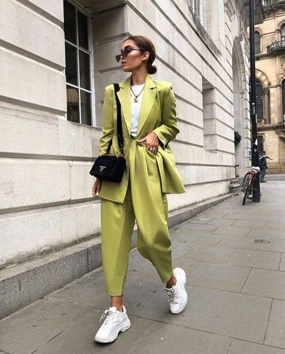 Яркие новинки женских костюмов с брюками 2019-2020: тренды, модные фасоны, фото | Beautylooks