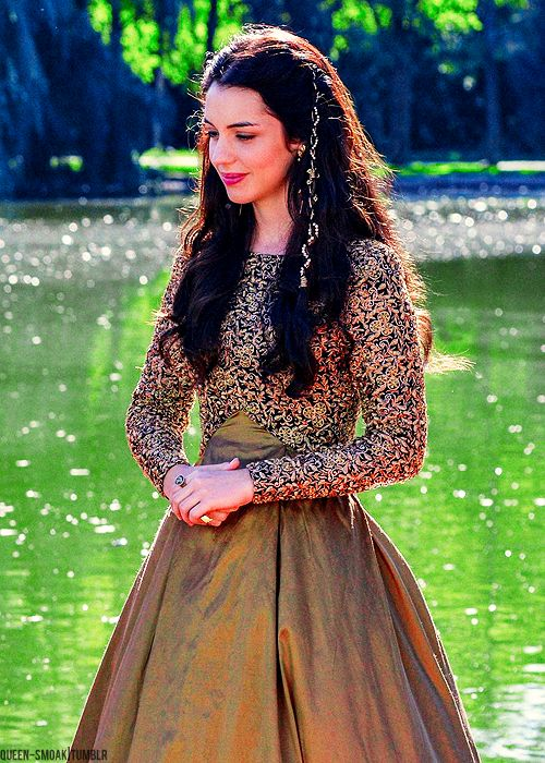 Adelaide Kane as Mary Stuart, Queen of Scots in Reign (TV Series, 2013). A contemporary take on period costume.