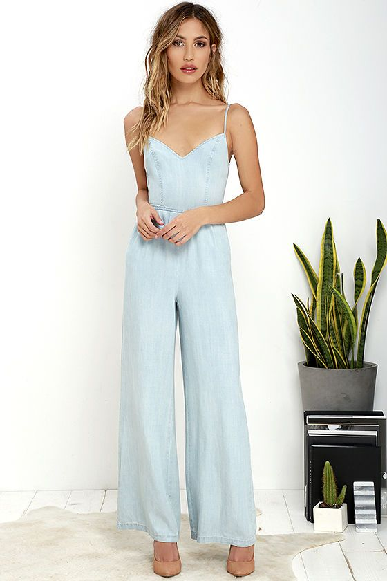 A winning all-in-one outfit is exactly what the BB Dakota Elliot Light Blue Chambray Jumpsuit provides! Triangle, princess-seamed bodice is supported by adjustable spaghetti straps while a thick strap ties at back. Wide, woven pant legs are topped by rounded front pockets. Hidden back zipper and clasp.