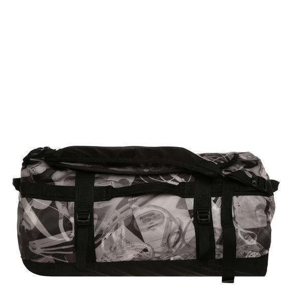 Base Camp Duffel S Tasche    Die Base Camp Reisetasche aus dem Hause The North Face ist für seine Funktionalität und seine robuste Verarbeitung auf der ganzen Welt bekannt und somit immer die richtige Wahl wenn es auf Reisen geht.    Wasserabweisendes Base Camp-Material sowie strapaziehrfähige Nähte und vier Kompressionsriemen sorgen für die legendäre Beständigkeit. Das großzügige Hauptfach bie...