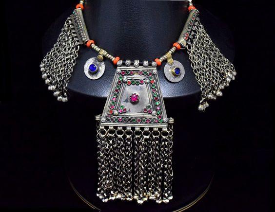 Afgano de Kuchi de collar, colgante, cadena collar Tribal, joyas Kuchi, antiguo, collar de la danza del vientre, Hippie, collar étnico, collar de bohemio gitano de CraftEastShop en Etsy https://www.etsy.com/es/listing/216113970/afgano-de-kuchi-de-collar-colgante