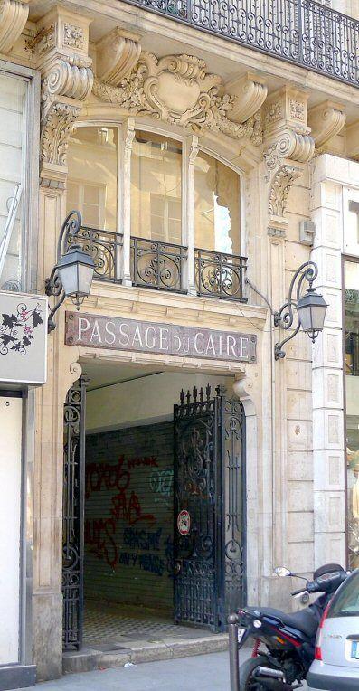 Entrée du passage du Caire dans la rue Saint-Denis  (Paris 2ème).