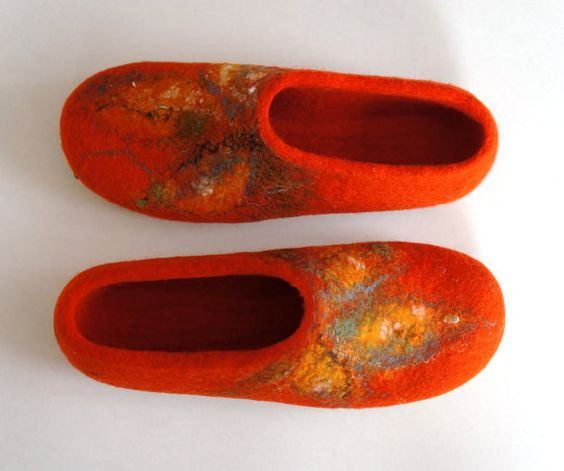 Orange color house shoes. Handmade felt shoes. от ingosfeltshop