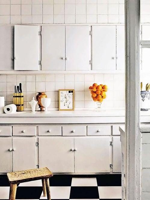 Cozinha com azulejo branco Fotógrafo: Pablo Zamora Fonte: AD Espanha Dezembro 2013