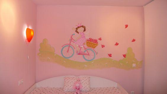 Mural niña en bici