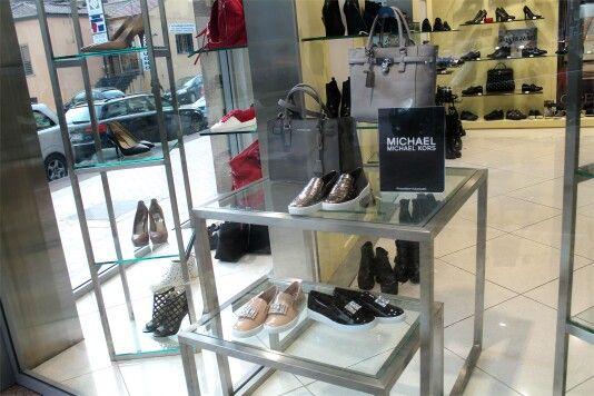 •NUOVACOLLEZIONE• La bella stagione sta arrivando  E con lei arrivano anche i nuovi prodotti della collezione P/E 16  Quali sono i tuoi brand preferiti? ☺  #pinko #borse #donna #scarpe #donne #chic #frange #torino #sneaker #nuove #roma #bella #comode #outfit #eleganza #milano #basse #adoro #luccicose #scarpa #elegante #innamorata #lavoglio #ragazza #belle #napoli #ragazzina #levoglio #nuovescarpe #venafro