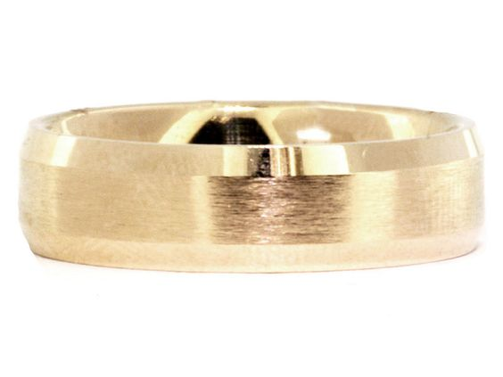 High polish & satin mix together to create a masculine wedding band with beveled edges in 14k yellow gold.