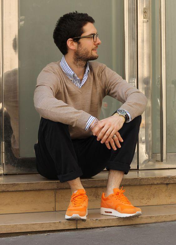 Parfait m lange casual streetwear avec des sneakers nike pantalon bleu marine pull marron - Pantalon marron homme avec quoi ...