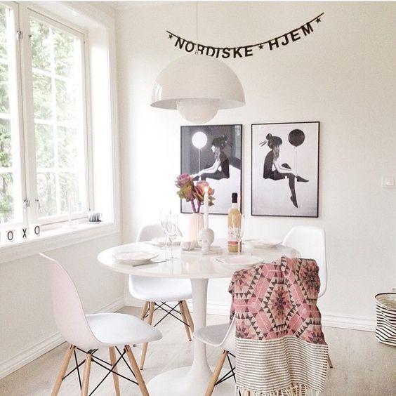 """Siden vi ikke har noen ny stue å vise bilder fra velger jeg å legge ut bilde fra mitt og @villavinje sitt forrige hjem Vi elsker de flotte printene til @rubenireland """"No such thing as day/night"""" du finner printene, pleddet, wordbanneren, oppbevaringskurven og lille Josef på www.nordiskehjem.no #nettbutikk #interior #inspo #nordiskehjem #eames #wordbanner #honeycomb #rubenireland #housedoctor #houseofrym #mittnordiskehjem"""