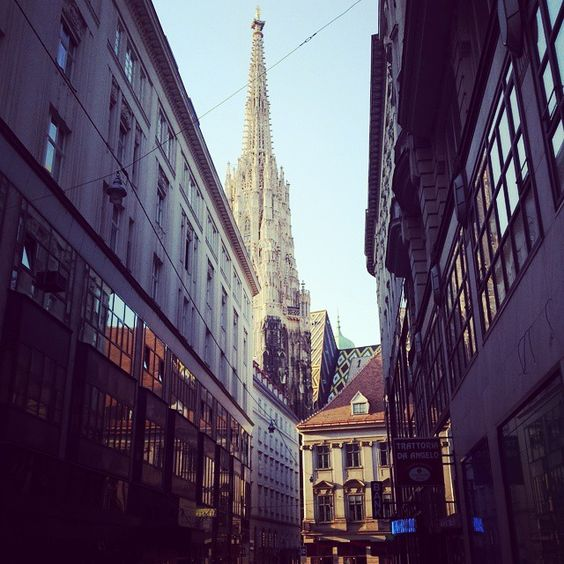 Lost around downtown Vienna... #travel #adventure #journey #discovery #funsideoflife #austria #europe #makeithappen #beautiful #sunset