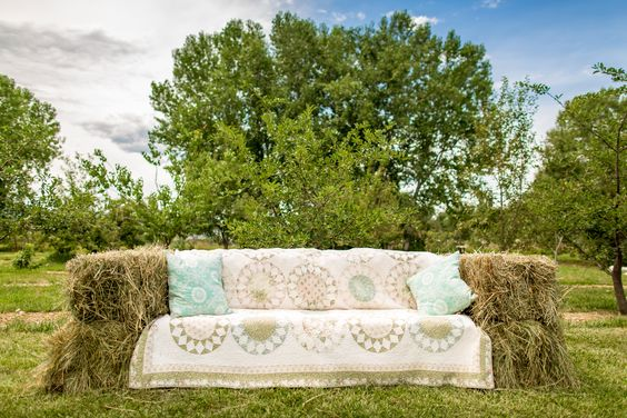 Hay-Bale Couch Wedding Lounge Furniture