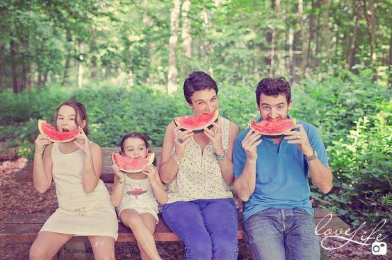 séance photo famille avec pastèque