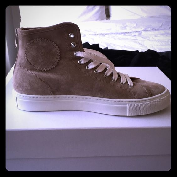 Never worn high top common project sneakers They were way too big on me but love them!! Wish I could find in my size, they're sold out everywhere. They are suede, and very stylish! Common Projects Shoes Sneakers