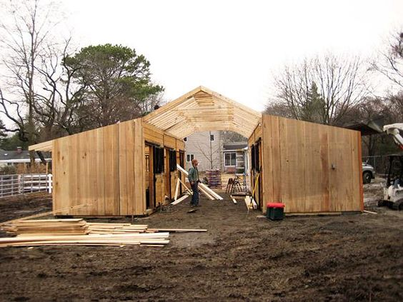 How to build a horse barn on a 600 450 for Mini barn plans