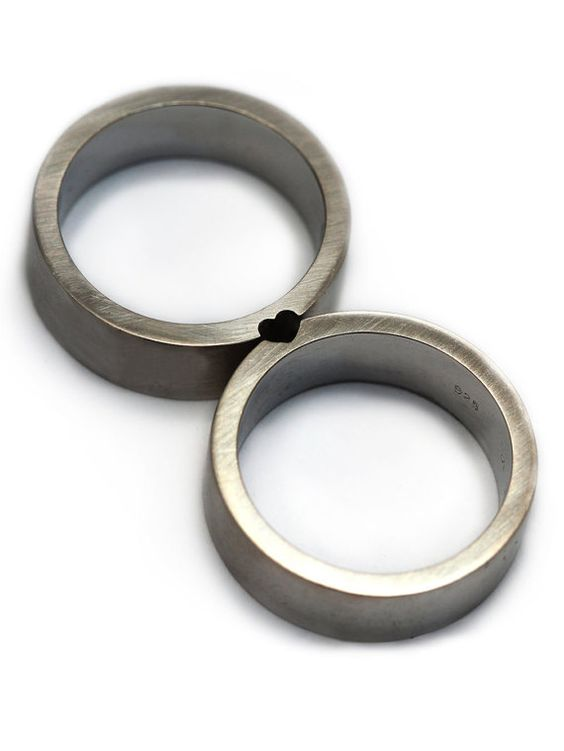 Two rings. One love. This set would make lovely wedding bands or promise rings. Transmitting power and delicacy at the same time. When the women