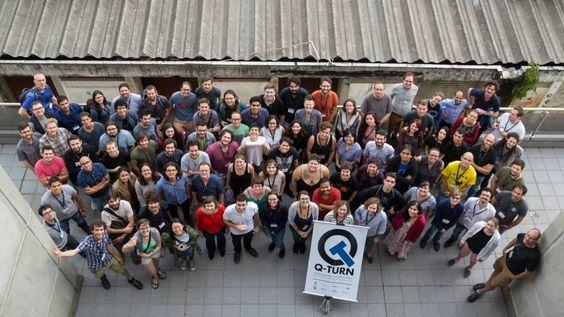 Participantes en el anterior congreso Q-Turn, un encuentro que este año se celebrará del 23 al 27 de noviembre para promover la diversidad, la inclusión y la investigación responsable en cuántica. / @Enelke