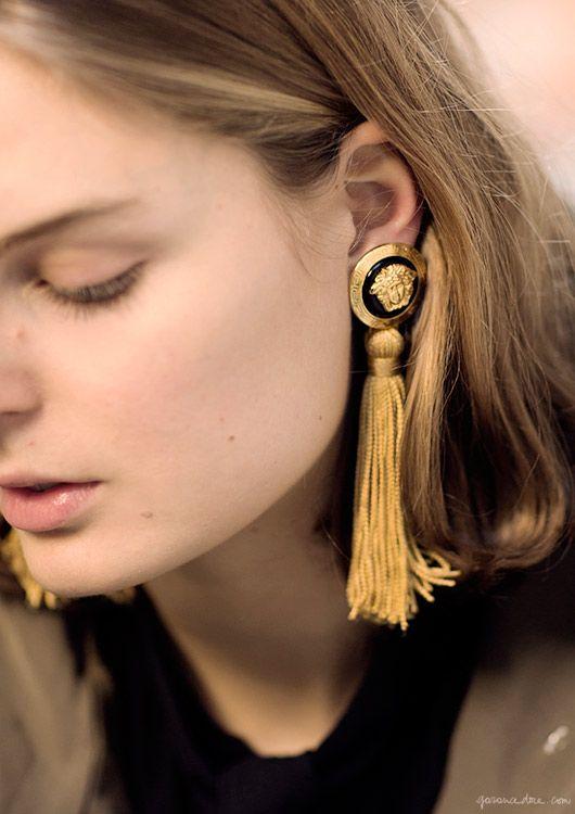 Contágiate de la tendencia más cool: Maximiza tus pendientes!! http://chezagnes.blogspot.com/2016/06/pendientes-maxi.html #Earrings #Pendientes #Maxipendientes #trends2016 #tendencias  Claire / Claire Beerman, Vintage Versace / Garance Doré:
