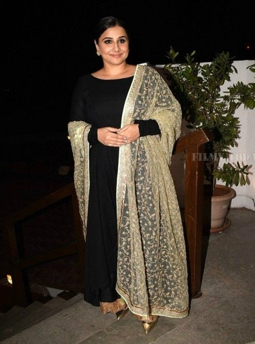 Vidya Balan At Power Brands Awards Vidya Looked Stunning In A Black Vikram Phadnis Anarkali With A Sheer Golden Embroid Designer Dresses Indian Fashion Saree