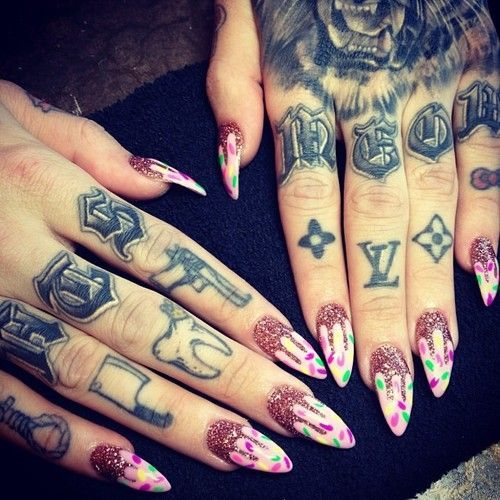 Image Result For Jeffree Star Hand Tattoo Knuckle Tattoos Finger Tattoo Designs Jeffree Star Tattoos
