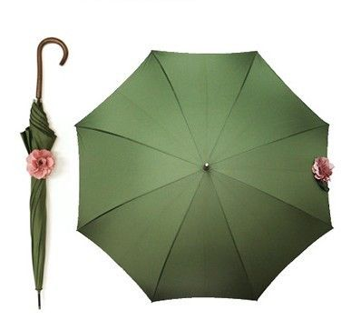 IDEA: add a rose with elastic band snap to that umbrella that does not stay closed.