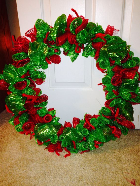 Red and green deco mesh christmas wreath: