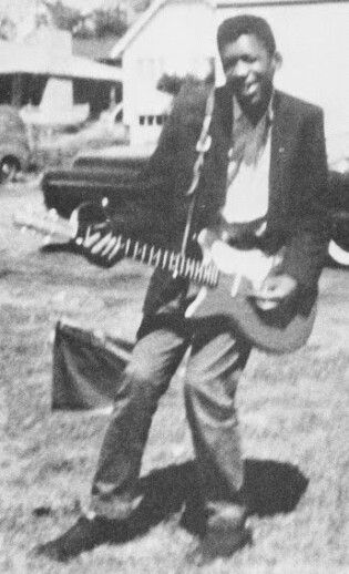 Jimi Hendrix com sua primeira guitarra
