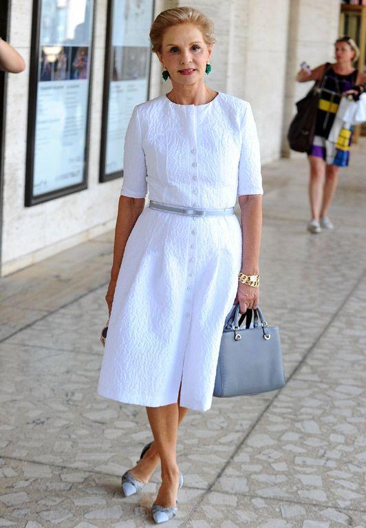 Carolina Herrera é extremamente bem sucedida na moda e é, também, sinônimo de elegância. Dona de um estilo clássico, ela elege a camisa branca como a sua peça preferida.
