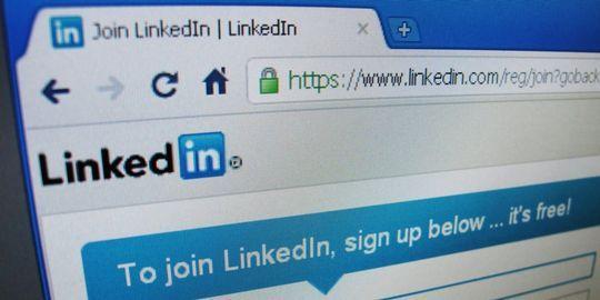 Le réseau social LinkedIn a semble-t-il été victime d'un piratage de grande ampleur, qui a abouti à la publication d'un fichier crypté contenant près de 6,5 millions de mots de passe de ses utilisateurs sur un forum russe. L'entreprise n'a ni confirmé ni infirmé le piratage, expliquant qu'elle étudiait les données publiées. Mais les affirmations du pirate présumé, qui explique être à la recherche d'aide pour décrypter les mots de passe volés, semblent crédibles.