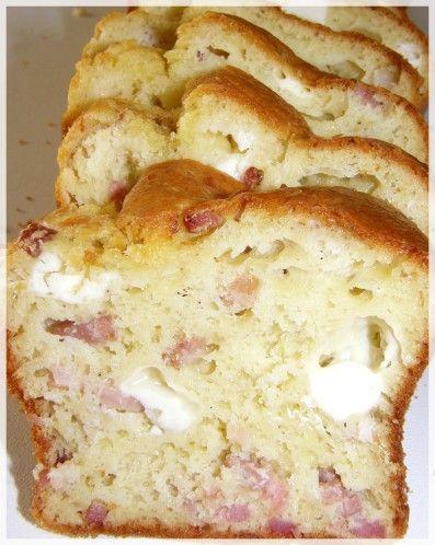 Le cake aux lardons et Kiri : pas mal à manger avec une salade de crudités