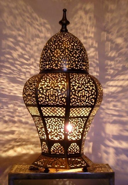 Décoration orientale : Lampe à poser, lampe ambiance en laiton ajouré