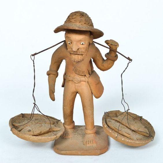 ZÉ CABOCLO (José Antonio da Silva) (*Caruaru, Pernambuco, 1921 - +Caruaru, 1973) Estatueta em terracota representando vendedor de peixes.