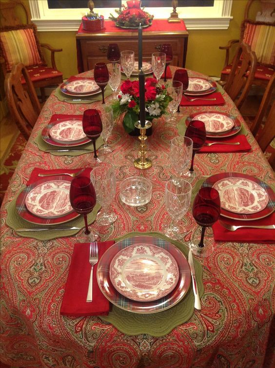 60 Best Christmas Table Decor Ideas For Christmas 2019 Where Traditions Meets Grandeur Hike N Dip Christmas Dining Table Christmas Dining Table Decor Christmas Table