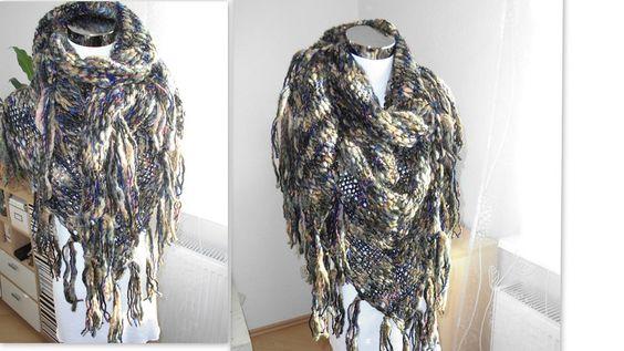"""XL-Dreieckstuch """"Riesenmaschen"""" beige/blau von Made by Jane M. auf DaWanda.com"""