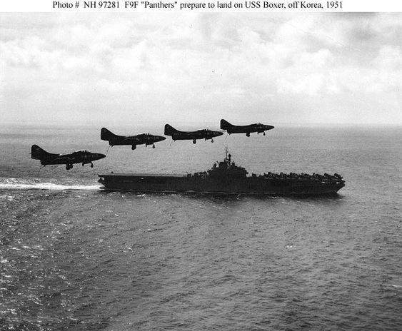USS Boxer (CV-21) junto a cuatro F-9 F2 Panther