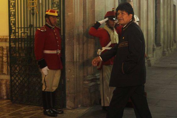 Gobierno denuncia amenaza de muerte contra Evo Morales por Facebook | Radio Panamericana