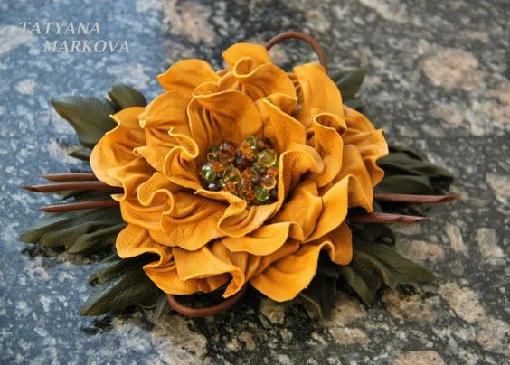 Роскошные цветы из кожи